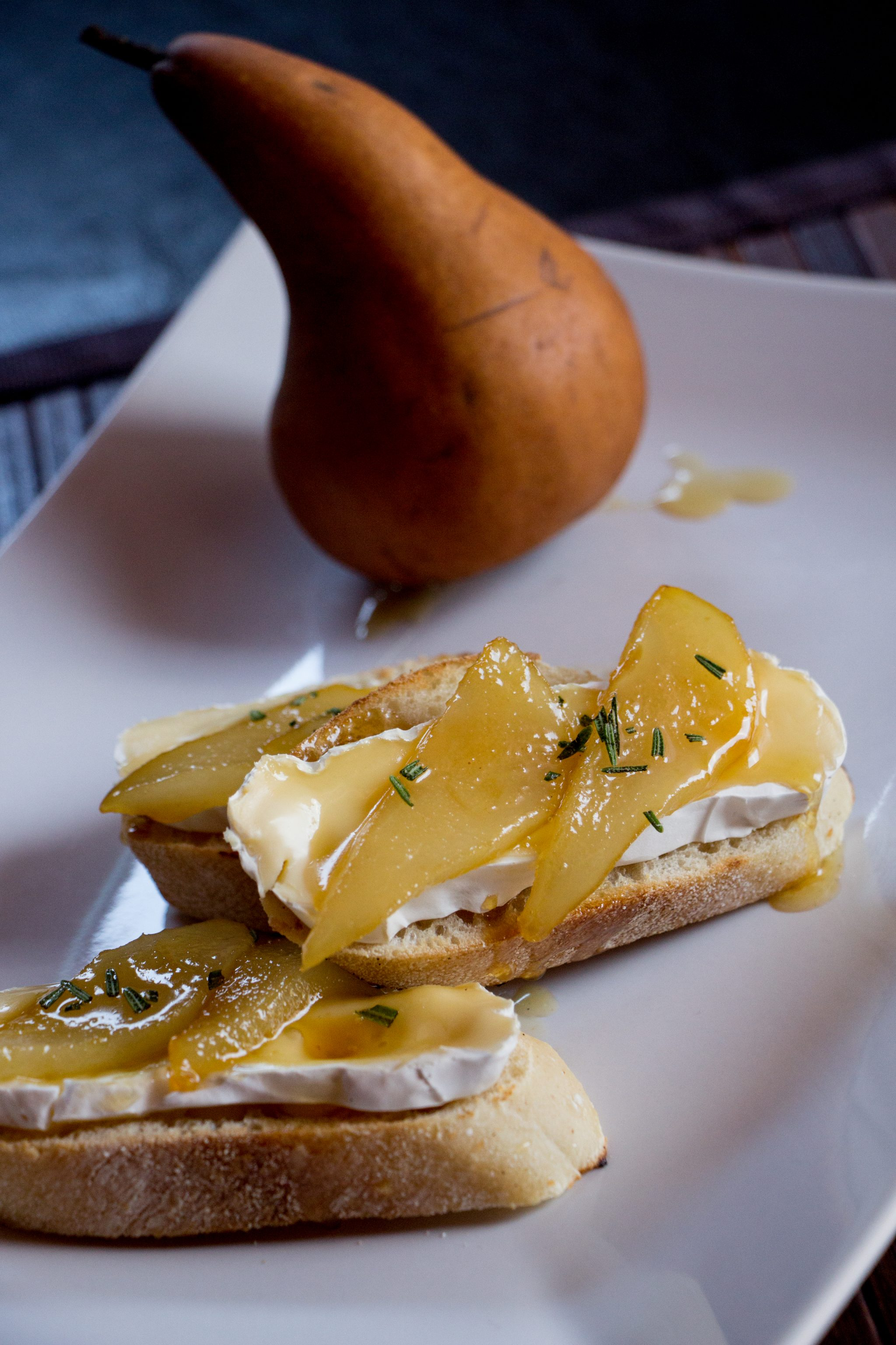 Crostini with Honey Grilled Pears, Brie and Fresh Rosemary ...