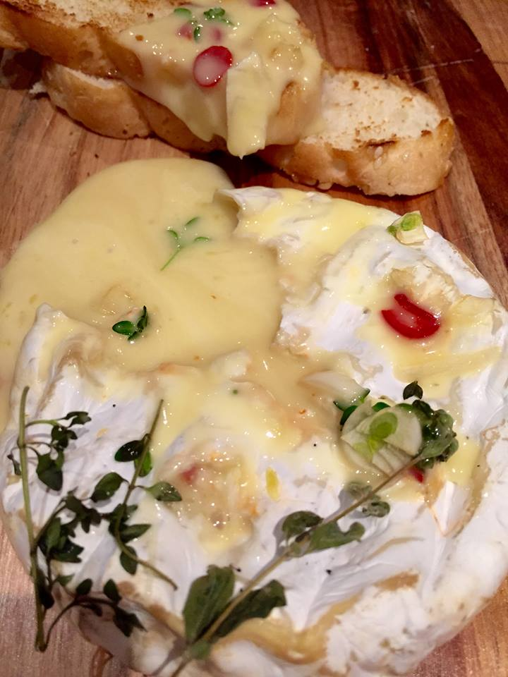 Baked Brie with Garlic, Thyme and Chilli